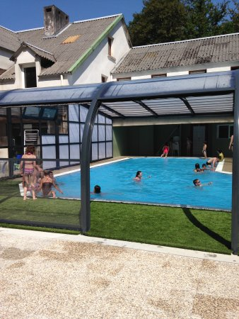 Huelgoat, ฝรั่งเศส: La piscine couverte et chauffée