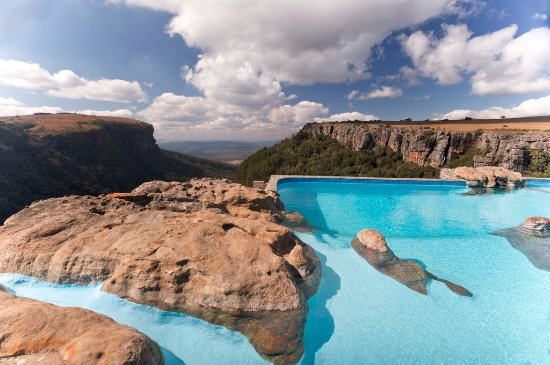 Panorama Chalets: The pool on the edge of the world