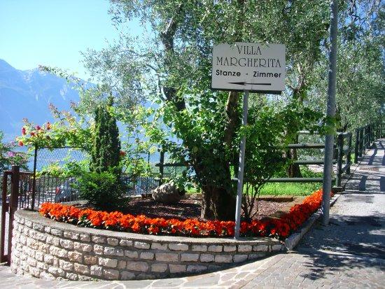 Kleines Romantisches Hotel Unmittelbar Am Gardasee Hotel Villa