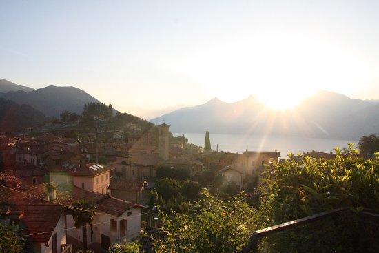 Balcone Fiorito Bed & Breakfast: Vista desde el jardin