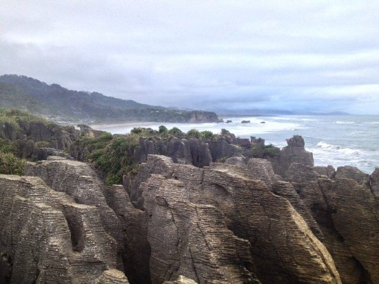Punakaiki, New Zealand: Another photo of the pancake rocks to go with the rest that looks the same.