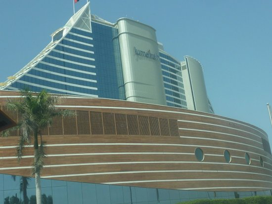 Shape of the hotel picture of jumeirah beach hotel for D shaped hotel in dubai