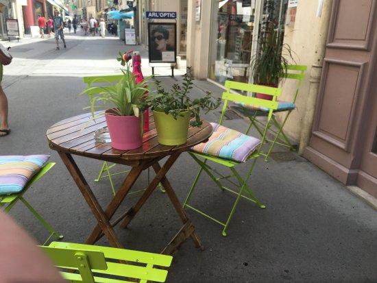 Le Monde de Sophie : Table extérieur