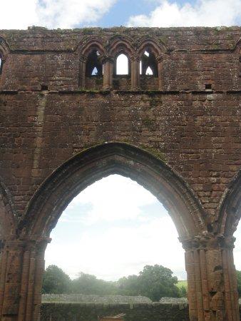 New Abbey, UK: Decorated windows