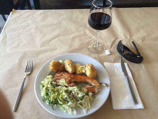 Ermezinde, Portugal: Belo almoço e económico.