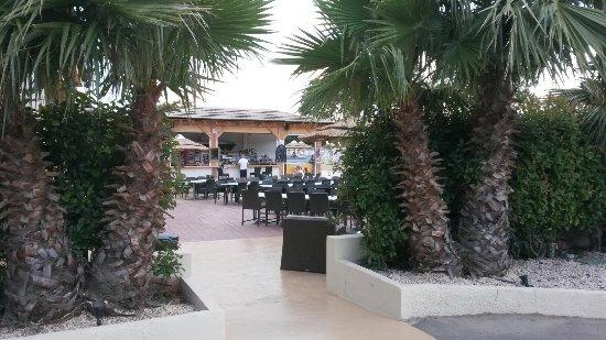 Elne, Fransa: Bar extérieur