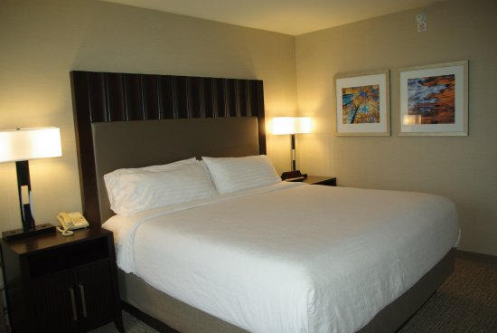 Holiday Inn Denver Lakewood: Guestrooms getting a little facelift