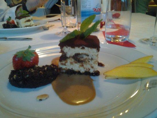 Sorafurcia, Italia: tiramisù e dolce al cioccolato