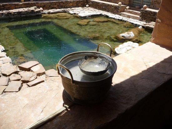 Tinejdad, Marokko: Une source naturellement gazeuse en plein désert