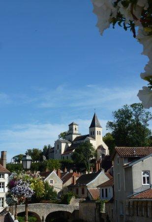 Chatillon-sur-Seine, Prancis: Vue de l'église Saint-Vorles, une des plus anciennes de Côte d'Or