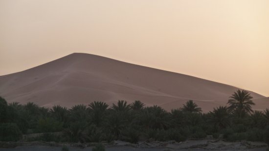 La Vallée des Dunes: Levée du soleil sur les dunes depuis la terrasse de l'hotel