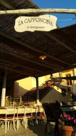 Settignano, Italy: ingresso dalla parte del cortile sul retro che fa da parcheggio