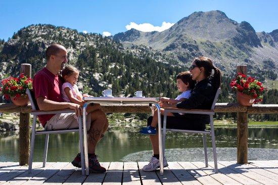 Encamp, Andorre : Lago de Pessons / Lac de Pessons
