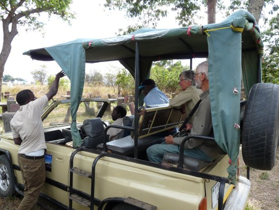 Mikumi National Park, Tanzanie : Excellent safari vehicles with Guides Halifa and Scarce.