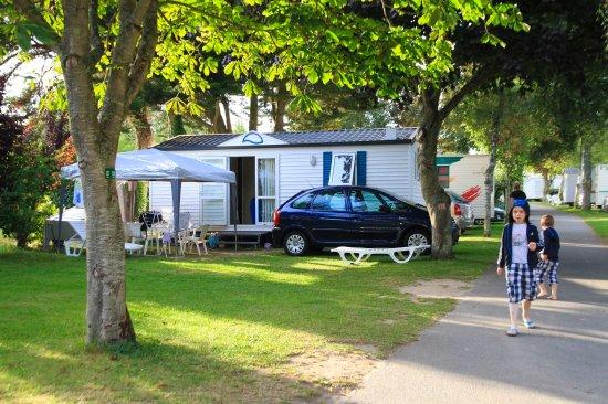 Camping International Le Raguenes Plage : un petit village