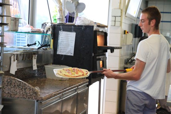 Camping International Le Raguenes Plage : Pizzas