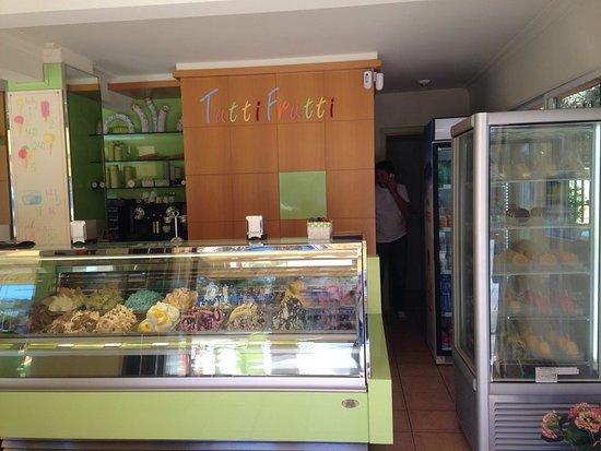 Gelateria Tutti Frutti: helados, sorbetes, granizados, smoothies, todo buenísimo!!!!!