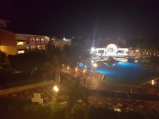 Hotel Cozumel and Resort: View from the room at night