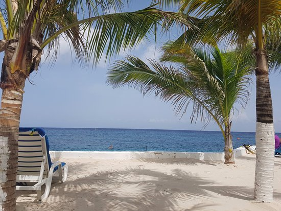 Hotel Cozumel and Resort: View from the beach