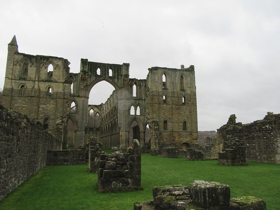 Helmsley, UK: General view of the abbey ... on a winters day !!!