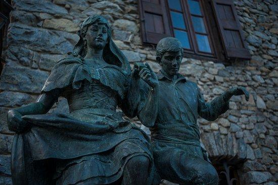 Andorre-la-Vieille, Andorre : Monumento al primer centenario de la Nueva Reforma / Monument au premier centenaire de la réform