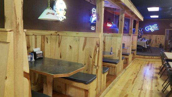 Chadron, NE: pine wood booths