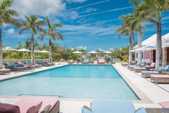 Treasure Sands Club: poolside chic