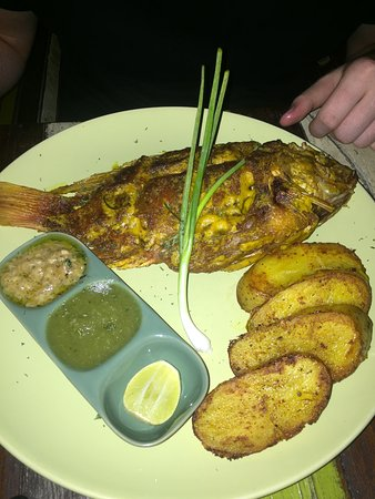 Lime n Soda Beach Front Resort: The BBQ red snapper, to die for!!!