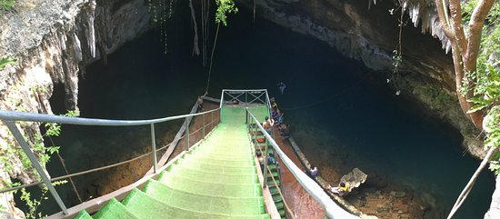 Yucatan, Messico: Stairs to cenote