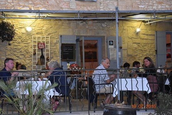 Saint-Maximin, France: Outside terrace of the restaurant