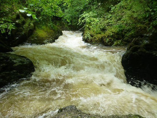 Devil's Bridge (Pontarfynach), UK: Swirling waters
