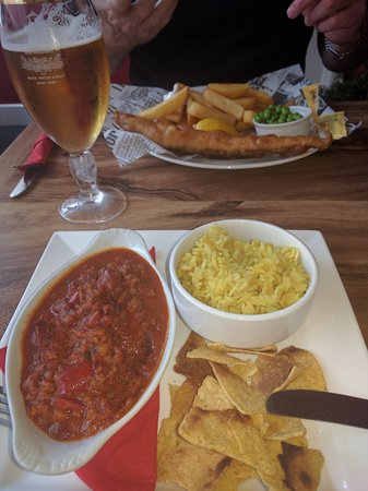 Louth, UK: Chilli con carne and Fish & chips