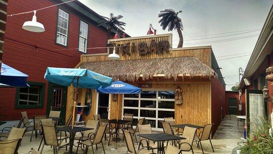 Port Jervis, NY: The Tiki Bar was fun