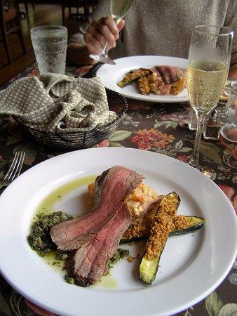 Sourwood Inn: Main course flank steak and freshest of veggie.