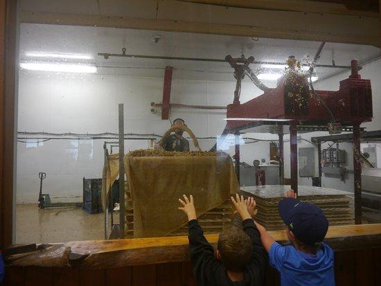 Waterbury Center, VT : Adding pulp to the press