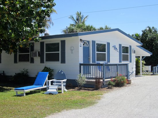 Tropical Winds Motel & Cottages: One of our Cottages