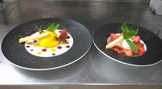 Sulniac, Fransa: nage fraises de plougastel a la verveine glace bulgare