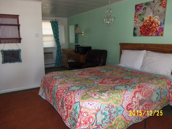 Greybull, WY: Room 16, queen bed