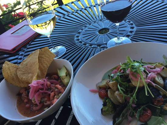 Paso Robles, Califórnia: Grenache Blanc paired with the Baja Ceviche and Reserve Zinfandel paired with Roasted Vegetables