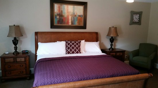 Candlewyck Cove Resort: Newly Renovated King Hotel Room
