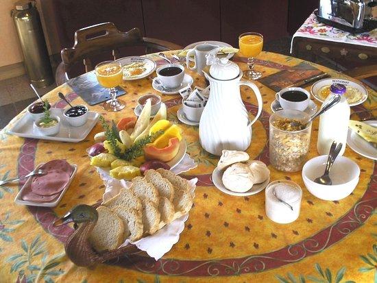 Cabinas Paris Confort: Petit Déjeuner Gourmet