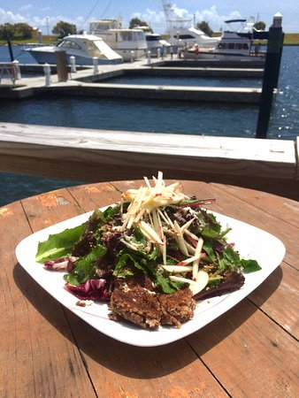 Aransas Pass, TX: The pecan crusted goat cheese was an explosion of goodness!
