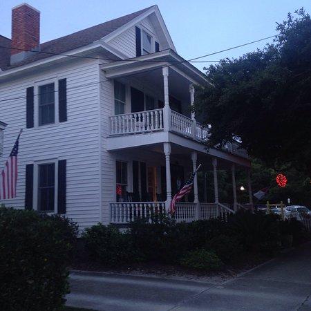 Lois Jane's Riverview Inn: photo0.jpg