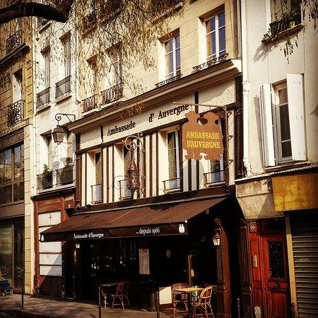 Ambassade D'Auvergne: La façade