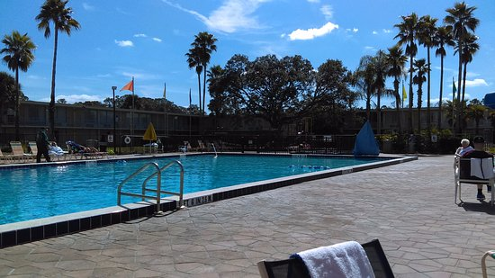 Seralago Hotel and Suites: Main Pool / Tiki Bar is NEVER Open