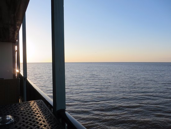 Cedar Key Harbour Master Suites: Sunrise from the patio
