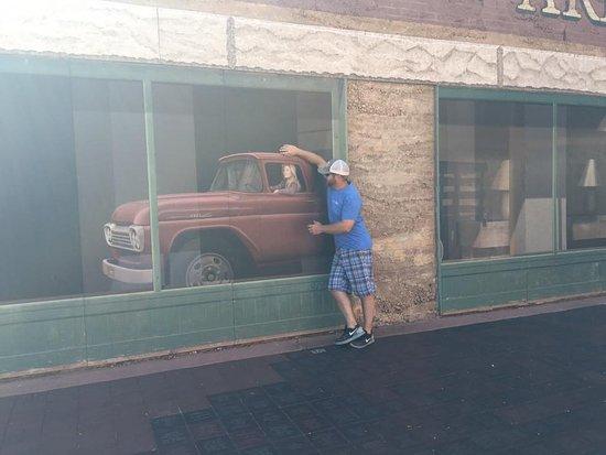 Уинслоу, Аризона: In a flatbed Ford