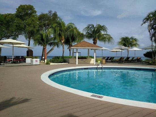 Paynes Bay, Barbados: IMG_20160520_081430_large.jpg