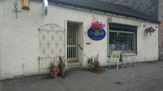 Dumbarton, UK: Scruples