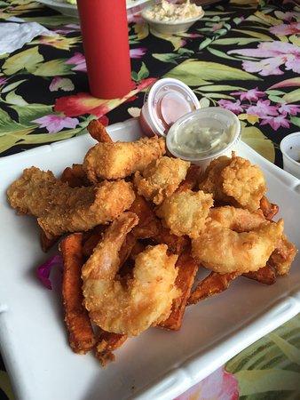 Goodland, Flórida: Fried seafood platter for lunch. Delish!!